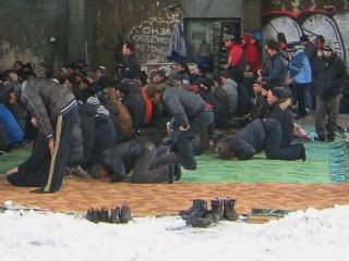Третью зиму мусульмане в Южно-Сахалинске будут молиться на бетоне