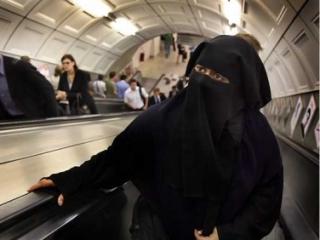 Британский суд разрешил никаб