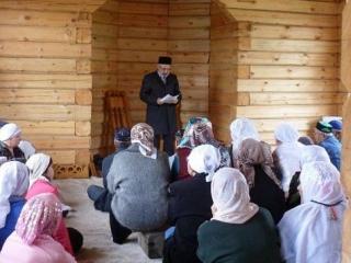 Министр и боевой имам возрождают исламский центр