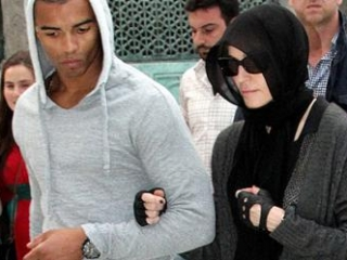 Поп-дива Мадонна изучает Коран