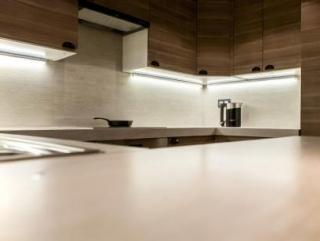 Основные достоинства пластиковых панелей для кухни