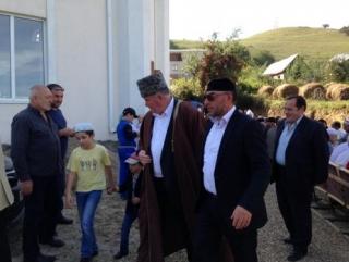 Исмаил Бердиев (в папахе) и Курман Байчоров
