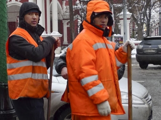 В Москве дворники-мигранты получают треть положенной заплаты
