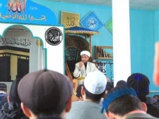 В своем районе имам пользуется почетом и уважением