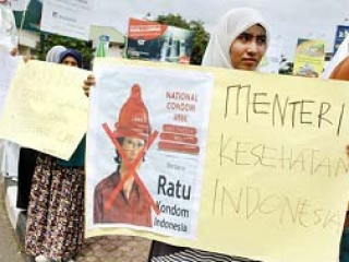 Индонезийские мусульманки, протестующие против «недели презерватива»