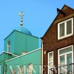 Мечеть по соседству с жилым домом в Амстердаме, Нидерланды