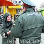 Проверка документов у девушки в хиджабе