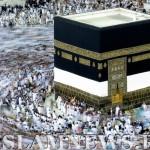 Мусульманские паломники обходят Каабу