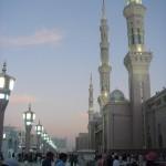 Время вечерней молитвы в мечети Пророка