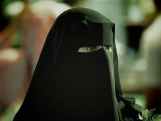 Cаудовские женщины «сохраняют лицо» не только благодаря никабу