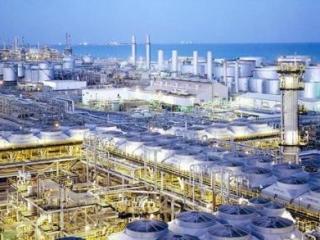 Крупнейшийв Саудии  нефтеперерабатывающий завод в Рас-Тануре