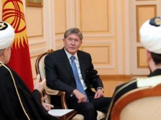 Президент Кыргызстана Амазбек Атамбаев на встрече с мусульманскими лидерами страны