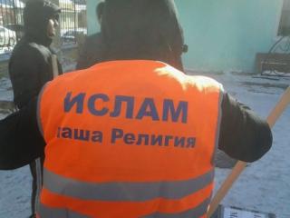 Жители Махачкалы расчистили город от снега в рамках акции «Чистота от веры»