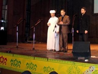Муфтий, пастор и раввин на сцене Дома национальностей