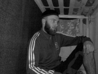 В камере некоторые «партизаны» изменили образ жизни