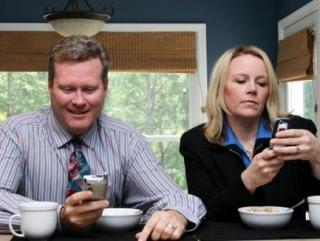 Социологи: смартфоны стали важнее секса