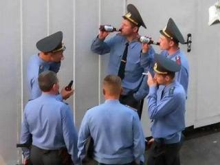 Тест на наркотики не прошли 35 московских полицейских
