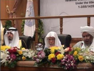 Слева направо: губернатор Мекки, глава Лиги мусульманского мира Абдалла ат-Турки и глава факихов Судана Исам Башир