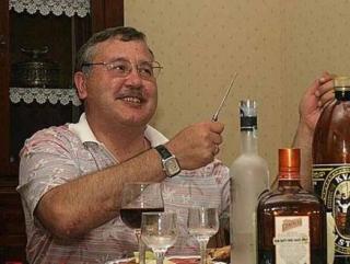 Депутат призвал уничтожать «банды зеленых человечков» в Крыму