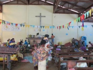 Мусульмане ЦАР укрывшиеся в церкви