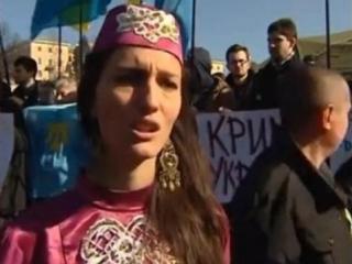 Юная участница антироссийского митинга в Киеве вспоминает ужасы депортации 1944 года