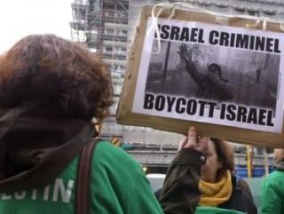 Участница антиизраильской демонстрации во Франции