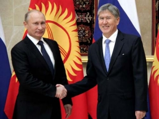 Президенты России и Кыргызстана на одной из встреч в рамках СНГ