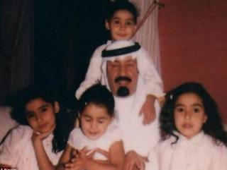 Король Абдулла с дочерьми в их детстве