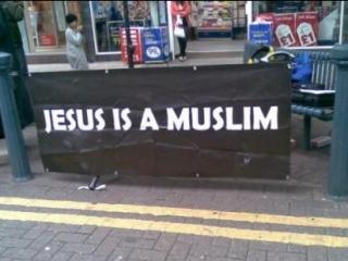 Мусульманин (муслим) переводится с арабского как «предавший себя Богу»
