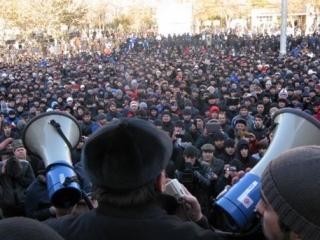 Более двух нарушений на митингах за полгода будет жестоко караться