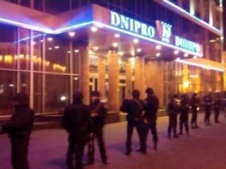 Отель, где находится штаб «Правого сектора», окружен силовиками