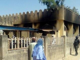 Сгоревшая мечеть деревни Буни Гари