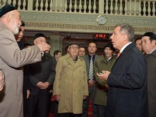 Минниханов посетил мечеть в Урумчи и встретился с татарами