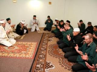 Мусульмане открыли молельную комнату для  осужденных