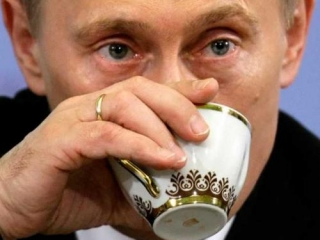 Владимир Путин за чашкой чая
