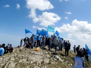 Крымско-татарская молодежь взойдет на Чатырдаг