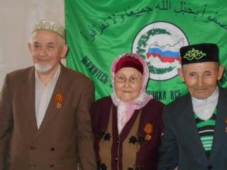 Мусульмане Свердловской области наградили медалями «детей войны»