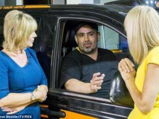 Таксист-турок вернул забытого в машине ребенка матери