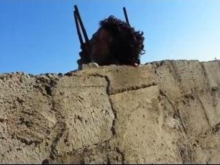 «Джихадист» запугивает коллег отрубленными головами (видео)