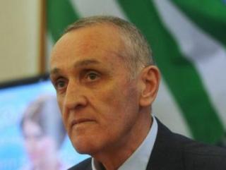 Президент Абхазии пока не собирается в отставку