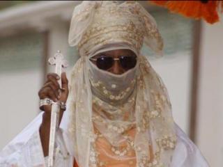Новоиспеченный эмир Кано в традиционном наряде