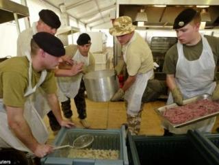 Солдат НАТО тайно кормят халялем