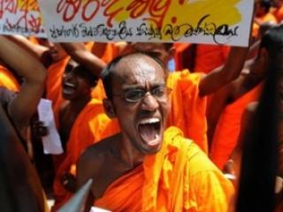 Радикальные буддийские монахи разгромили 3 мечети