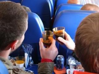 Алкоголь в самолете и пьяные пассажиры угодят под запрет