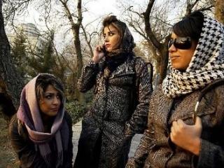 Иранские депутаты призвали Роухани лучше следить за женщинами