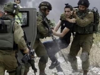 Израильские военнослужащие задержали молодого палестинца