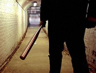 Пьяные подростки жестоко избили трудовых мигрантов палками, убив одного из них