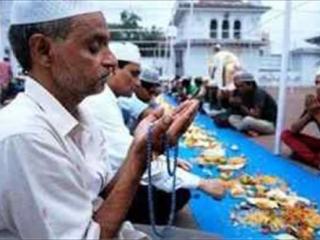 150 индуистов держат уразу из дружбы с сокамерниками