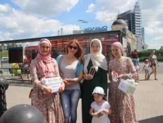 На улицах Казани состоялась акция «Сладкий Рамадан»