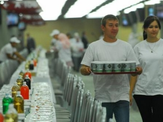 На футболках волонтеров вопросительная надпись «Что ты сегодня сделал для Аллаха?»